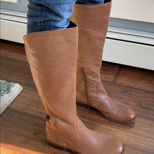 Jessica Simpson size 8.5 boot